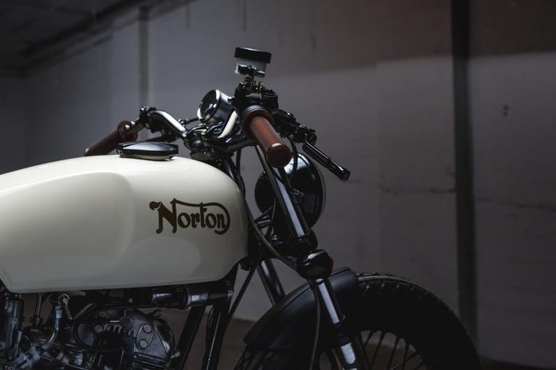 Norton-Commando-Tracker-Handlebars-1480x986