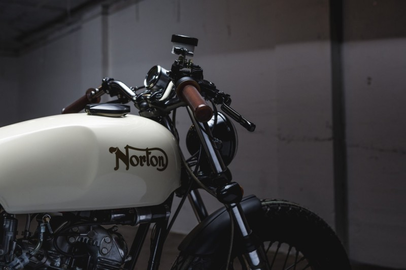 Norton-Commando-Tracker-Handlebars-1480x986